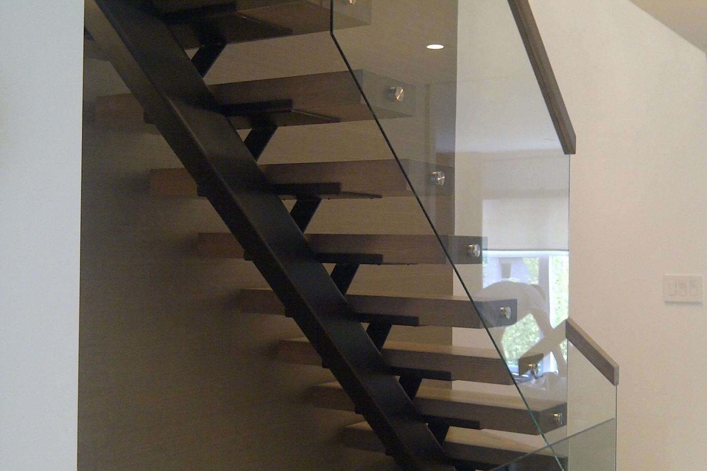 escaliers et planchers sur mesure boucherville. Black Bedroom Furniture Sets. Home Design Ideas